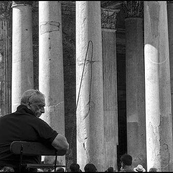 Vetturino (wheelchair driver) at the Pantheon | LENS MODEL NOT SET
