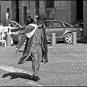 Walking in the wind | DC VARIO-ELMARIT 1:2.8/4.5-108 ASPH