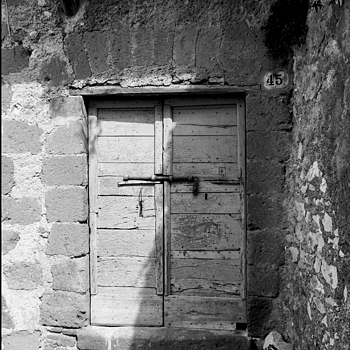 Artena: a old doorway | DC VARIO-ELMARIT 1:2.8/4.5-108 ASPH <br> Click image for more details, Click <b>X</b> on top right of image to close