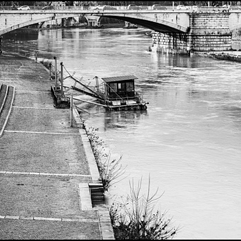 The Tiber at Ponte Garibaldi | LENS MODEL NOT SET