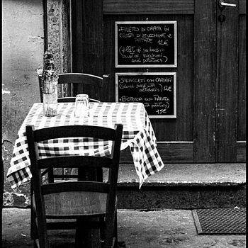 Old Restaurant in Trastevere | LENS MODEL NOT SET