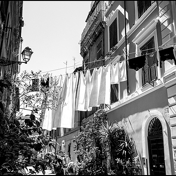 Ferragosto in Rome: hanging cloths