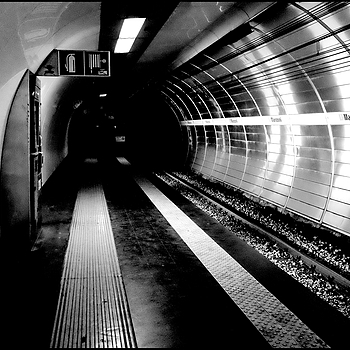 Underground Manzoni: The convoy is coming | LENS MODEL NOT SET