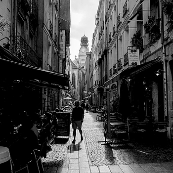 Nantes:On the streets of downtown | LENS MODEL NOT SET <br> Click image for more details, Click <b>X</b> on top right of image to close