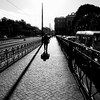 Walking in the sun | DC VARIO-ELMARIT 1:2.8/4.5-108 ASPH
