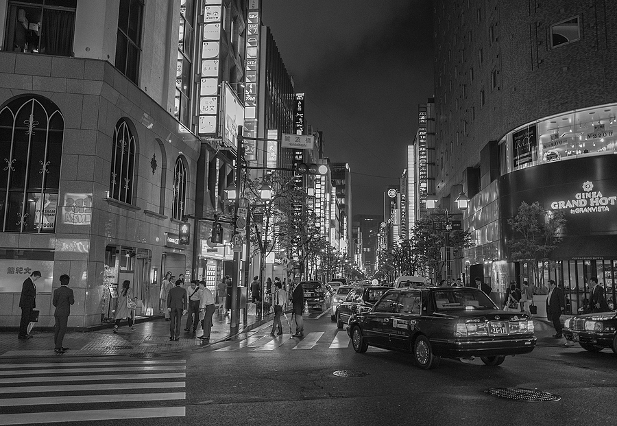 Ginza Friday night | LEICA 28MM SUMMILUX F1.7 AF <br> Click image for more details, Click <b>X</b> on top right of image to close