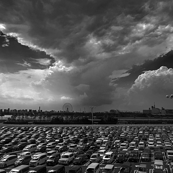 Thunderhead over Tokyo | ZEISS ZM BIOGON T* F2.8 21MM <br> Click image for more details, Click <b>X</b> on top right of image to close