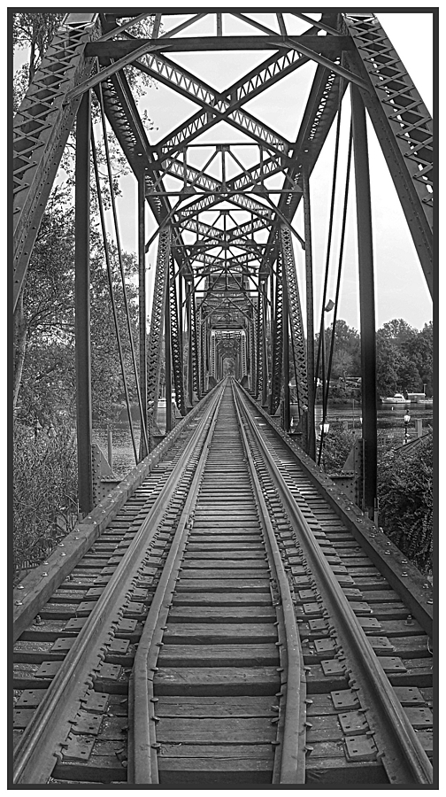 5th Street Tressel | LEICA 16MM F/2.8 FISHEYE ELMARIT 1970 <br> Click image for more details, Click <b>X</b> on top right of image to close