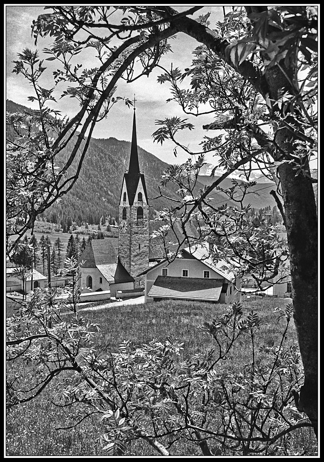 Kirche in St. Magdalena / Gsieser-Tal | LEICA SUMMICRON 35MM F2 1ST VERSION <br> Click image for more details, Click <b>X</b> on top right of image to close