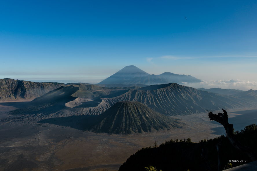 Mount Bromo [East Java, Indonesia]. | LEICA SUMMILUX 35MM F1.4 ASPH <br> Click image for more details, Click <b>X</b> on top right of image to close