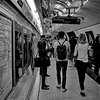 Waiting Liverpool Street Station | LEICA ELMARIT 28MM F2.8 ASPH