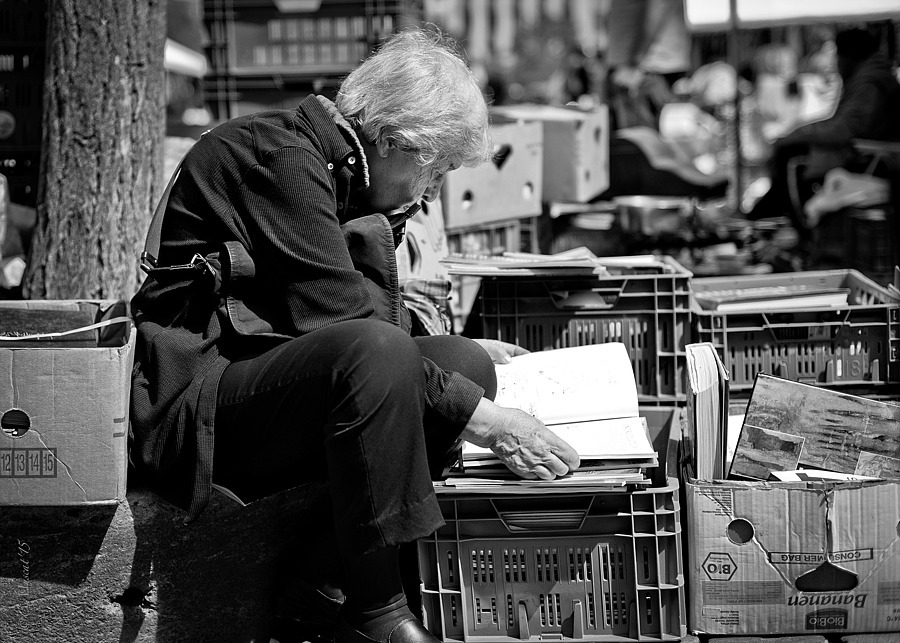 Book Browsing. | ZEISS ZM C SONNAR T* F1.5 50MM <br> Click image for more details, Click <b>X</b> on top right of image to close