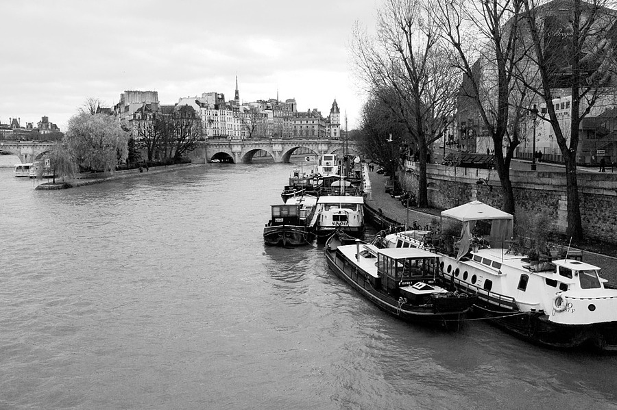 Seine | LEICA SUMMICRON 35MM F2 <br> Click image for more details, Click <b>X</b> on top right of image to close