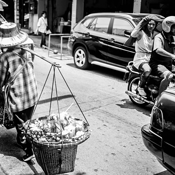 farmer in chiangmai market | LEICA SUMMICRON 35MM F2 ASPH <br> Click image for more details, Click <b>X</b> on top right of image to close