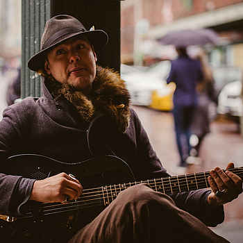 Busking on a Rainy Day | SUMMILUX-M 1:1.4/50 ASPH