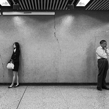 Waiting To Meet Up | LEICA 35MM F/2.0 SUMMICRON 2ND VERSION 1976