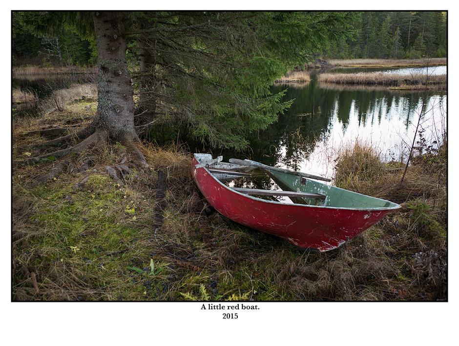 A little red boat. | LEICA ELMARIT 28MM F2.8 ASPH <br> Click image for more details, Click <b>X</b> on top right of image to close
