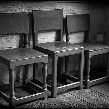 Three chairs. | SUMMILUX-M 1:1.4/50 ASPH