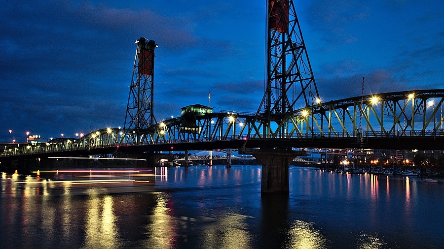 Hawthorn Bridge, Portland, OR | LEICA SUMMICRON 28MM F2 ASPH <br> Click image for more details, Click <b>X</b> on top right of image to close