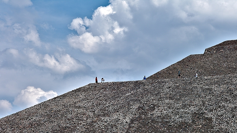 Pirámide del Sol en Teotihuacan | LEICA APO-SUMMICRON 90MM F2 ASPH <br> Click image for more details, Click <b>X</b> on top right of image to close