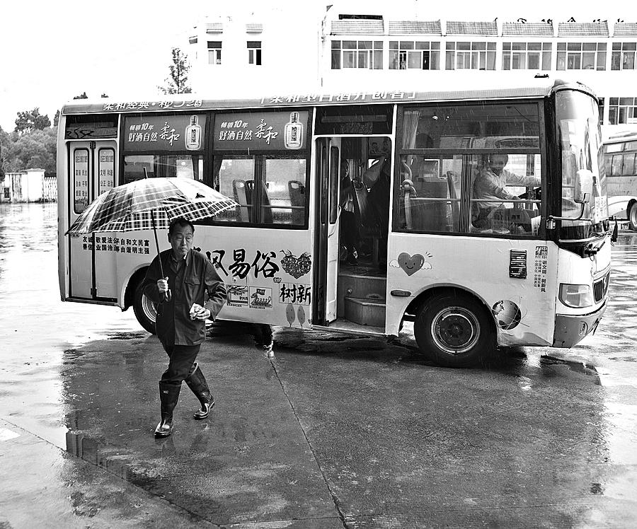 Farmer exiting a local bus in the rain | LEICA SUMMICRON 35MM F2 ASPH <br> Click image for more details, Click <b>X</b> on top right of image to close