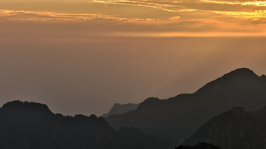 Huangshan (Yellow Mountains) Sunrise | LEICA APO-SUMMICRON 90MM F2 ASPH <br> Click image for more details, Click <b>X</b> on top right of image to close