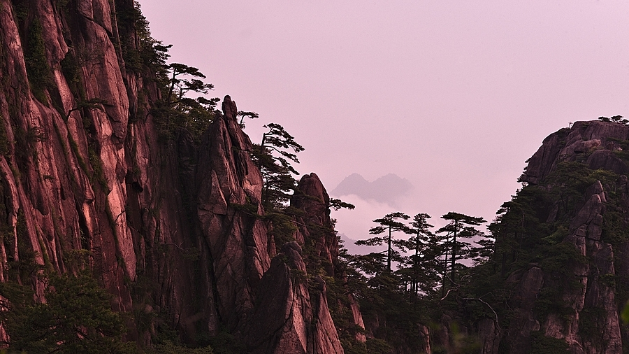 sunrise at mount huangshan | LEICA APO-SUMMICRON 90MM F2 ASPH <br> Click image for more details, Click <b>X</b> on top right of image to close
