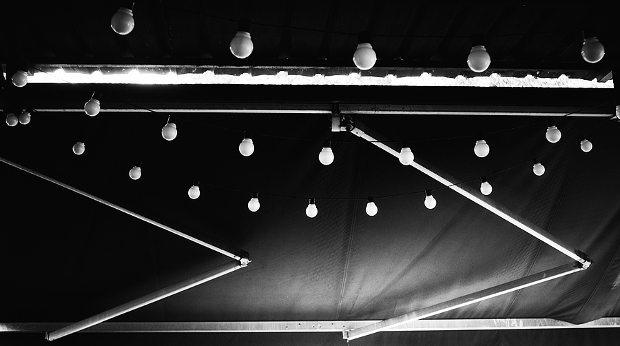 leicaimages.com gallery | Light bulbs on an awning | Leica ELMARIT 28mm f2.8 | ILCE-6000