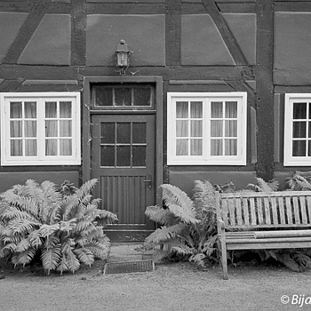Deutsche Gemütlichkeit | LEICA SUMMICRON 35MM F2 ASPH <br> Click image for more details, Click <b>X</b> on top right of image to close
