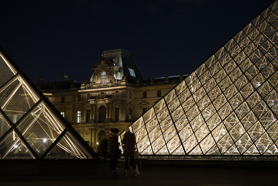 Louvre 1 | LEICA 50MM F/2.0 SUMMICRON 2ND  VERSION <br> Click image for more details, Click <b>X</b> on top right of image to close