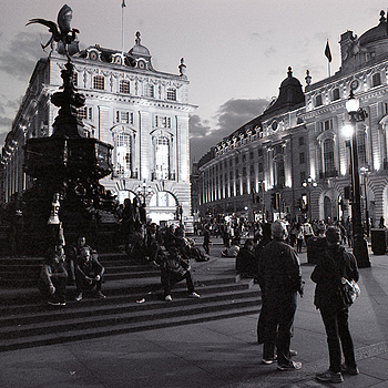 London | LEICA 24MM F/2.8 ELMARIT 1970 (MINOLTA) <br> Click image for more details, Click <b>X</b> on top right of image to close