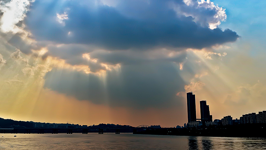 Seeping Light Over Han River | ZEISS ZM DISTAGON T* F4 18MM <br> Click image for more details, Click <b>X</b> on top right of image to close