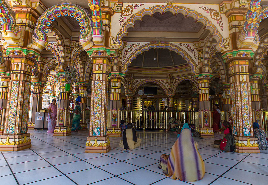 Passionate Worshippers Inside Swaminarayan Temple | ZEISS ZM DISTAGON T* F4 18MM <br> Click image for more details, Click <b>X</b> on top right of image to close